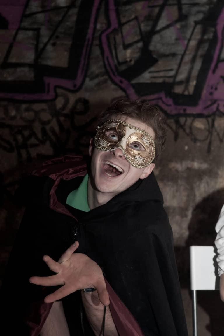 Gregoire-Desrousseaux-diner-dans-les-catacombes-interdites-paris