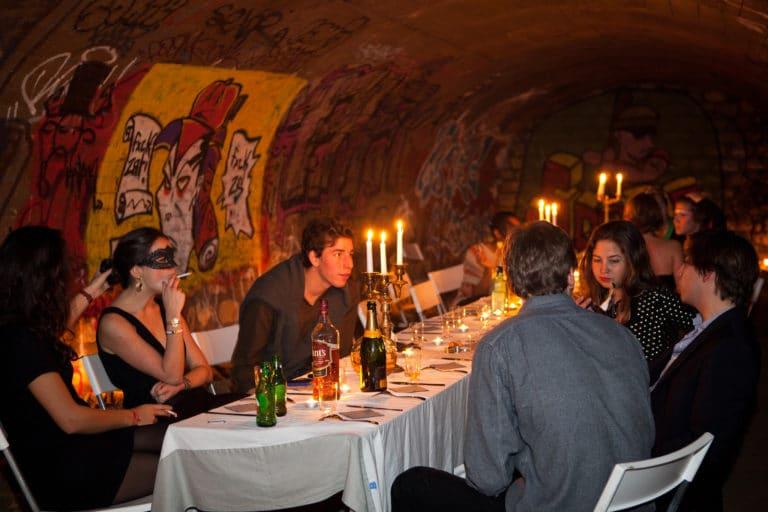 diner aux chandelles dans les catacombes interdites agence WATO Paris