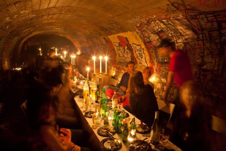 diner chic dans les catacombes interdites paris agence WATO