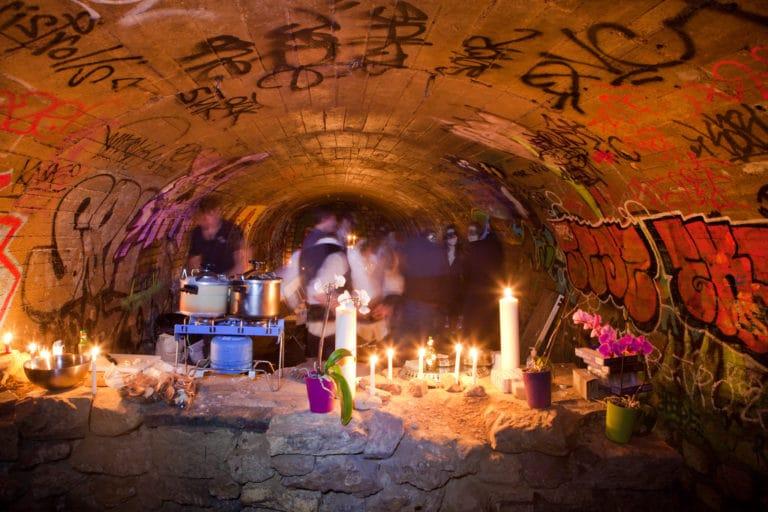 diner dans les catacombes paris chic underground paris salle PTT bunker paris