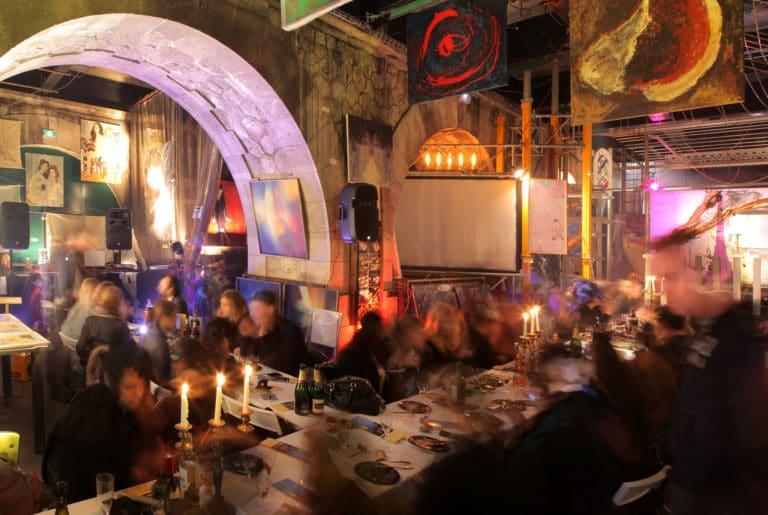Diner-Glamour-Pont-alexandre-3-dans-un-squat-arty-a-Paris-evenementiel-atypique-Agence-WATO