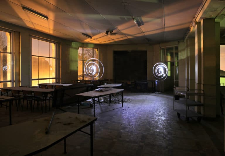 classe salles tables chaise lightpainting urbex exploration urbaine ancienne Ecole Normal Sup Saint Cloud ENS The Haunted School Dinner agence wato we are the oracle evenementiel event