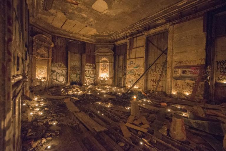 bougies-urbex-exploration-urbaine-secret-insolite-interdit-Château-Rothschild-Boulogne-Billancourt-soirée-WATO-The-Ghost-Society-agence-wato-we-are-the-oracle-evenementiel-events