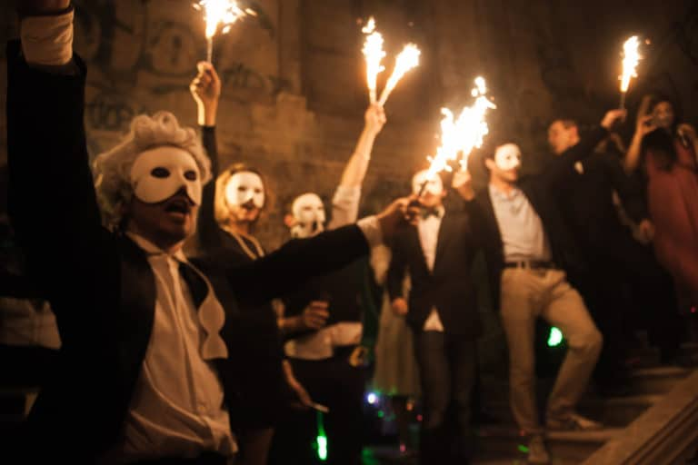 Foulques Jubert-invités-flambeaux-masques-Château-Rothschild-abandon-urbex-exploration-urbaine-insolite-Boulogne-Billancourt-soirée-WATO-The-Ghost-Society-agence-wato-we-are-the-oracle-evenementiel-events