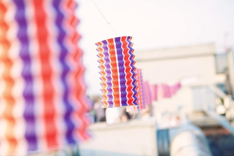 décoration lampions tricolores photo de style soiree 14 juillet paris