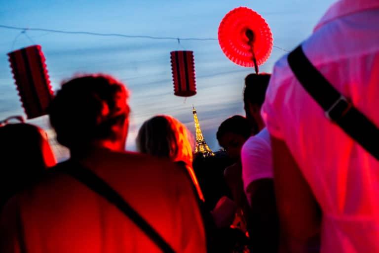 fete 14 juillet rooftop party paris tour eiffel lampions tricolores agence wato