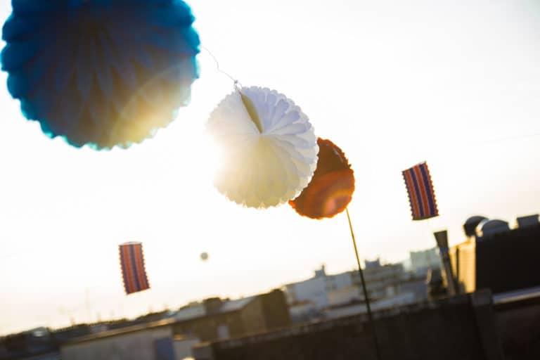 lampions bleu blanc rouge 14 juillet Paris insolite vue exceptionnelle toit ancien hopital Saint-Michel urbex theme fete nationale 14 juillet 2013 agence wato we are the oracle evenementiel