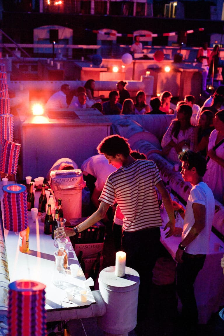 soiree rooftop paris barman mariniere lumieres rouges agence wato