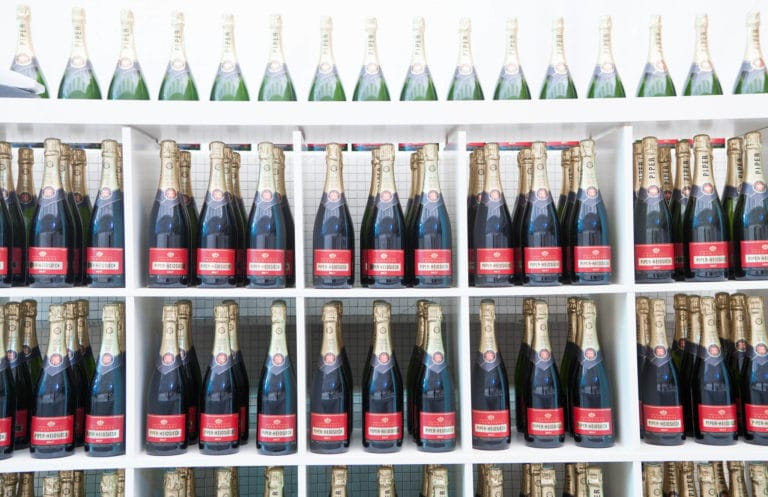 bouteilles champagne piper-heidsieck traiteur food drinks diner underwater 1 agence wato we are the oracle evenementiel events