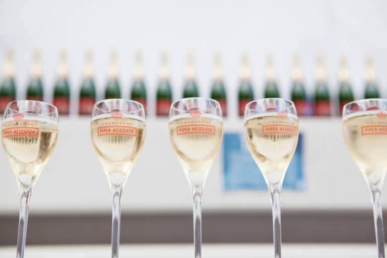 coupe champagne piper-heidsieck traiteur food drinks diner underwater 1 agence wato we are the oracle evenementiel events