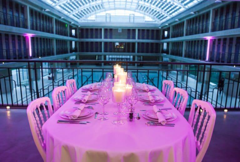 décoration-de-table-diner-aux-chandelles-Piscine-Pailleron-Espace-Sportif-Pailleron-Paris-France-diner-volants-My-Little-Paris-agence-wato-we-are-the-oracle-evnementiel-event