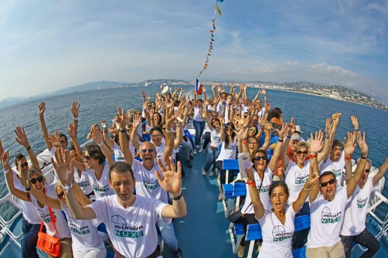 Ferry-ile-sainte-marguerite-cannes-team-buiding-jeux-de-piste-seminaire-immersif-fun-t-shirt-brandé-france-seminaire-exceptionnel-a-Cannes-Nuxe-agence-wato-we-are-the-oracle-evenementiel-events