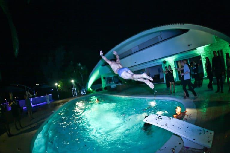 plongeon homme piscine fete villa oxygene vallauris soiree evenementiel cannes