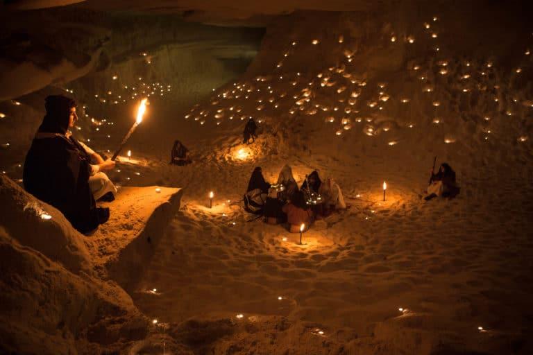 bougies-torche-sable-grotte-caverne-secrete-insolite-lawrence-d-arabie-France-insolite-teaser-video-le-serment-dalcazar-agence-wato-we-are-the-oracle-evenementiel-events