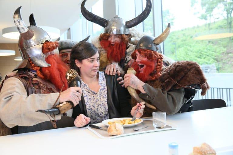 les vikings a la cantine de l entreprise sfr