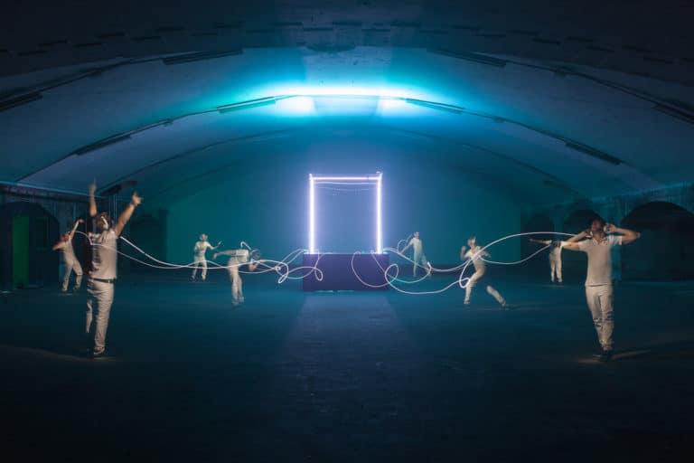 casque-bose-SoundTrue-lightpainting-ancienne-gare-frigorifique-bercy-france-lancement-casque-bose-soundtrue-teaser-soirée-live-in-the-cube-bose-agence-wato-we-are-the-oracle-evenementiel-events