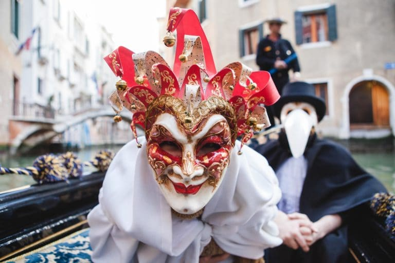 acteur masques peste costumes venise place saint marc italie gondoles san giorgio insolite tournage teaser video venise sous paris agence wato we are the oracle events