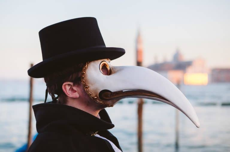 acteur masques peste noire venise place saint marc italie gondoles san giorgio insolite tournage teaser video venise sous paris agence wato we are the oracle