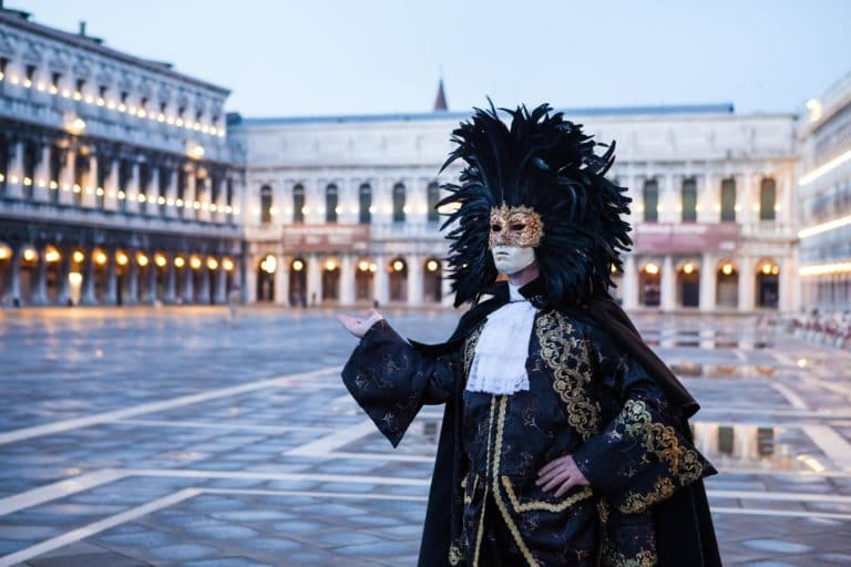 coiffe acteurs costumes masques venise place saint marc italie gondoles san giorgio insolite tournage teaser video venise sous paris agence wato we are the oracle