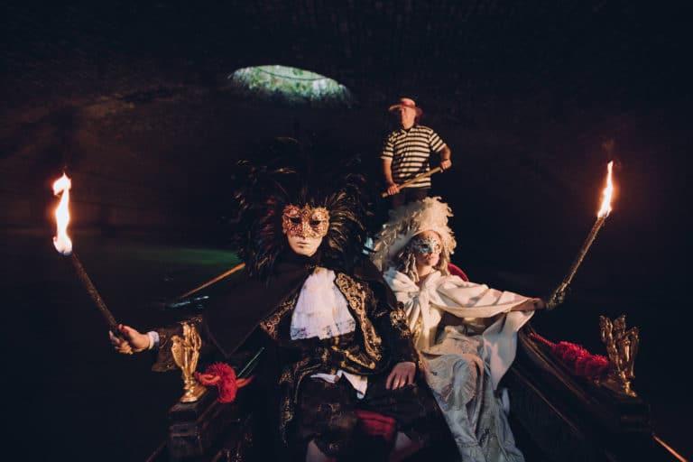 Foulques Jubert-Iris de Rode-venise sous paris gondole-paris-voute richard lenoir costumes-venise-masques-canal-saint-martin-souterrain-insolite-secret-tournage-teaser-video-agence-wato-we-are-the-oracle-evenementiel