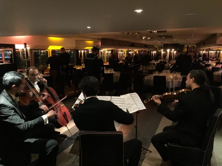 concert violon diner de gala paquebot titanic seine paris france evenement sur mesure gala annuel les clefs d or association agence wato we are the oracle evenementiel events