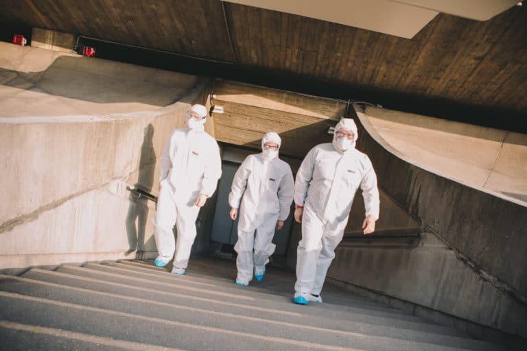 agents-de-decontamination-dome-du-pcf-siege-du-pcf-soiree-dansante-zemixx-600-scenographie-sur-mesure-joachim-garaud-agence-wato-we-are-the-oracle-evenementiel-events
