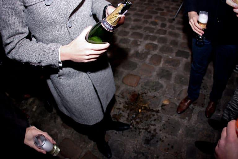 bouteille de champagne ile de la cité paris bords de seine teaser vidéo teaser La Conspiration agence wato we are the oracle evenementiel events
