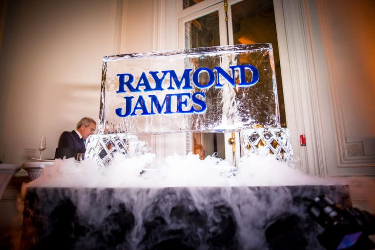 logo-raymond-james-glace-fumee-evenement-sur-mesure-soiree-spectaculaire-hotel-particulier-19-arrondissement-wall-street-Raymond-James-agence-wato-we-are-the-oracle-evenementiel-event
