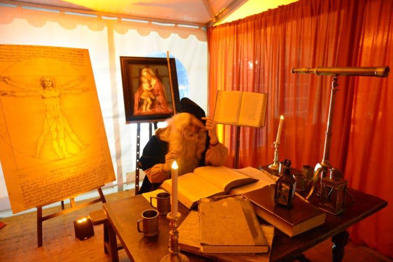 leonard-de-vinci-inventeur-italien-acteur-evenement-sur-mesure-scenographie-sur-mesure-une-nuit-a-venise-icdc-cnpti-agence-wato-we-are-the-oracle-evenementiel-events