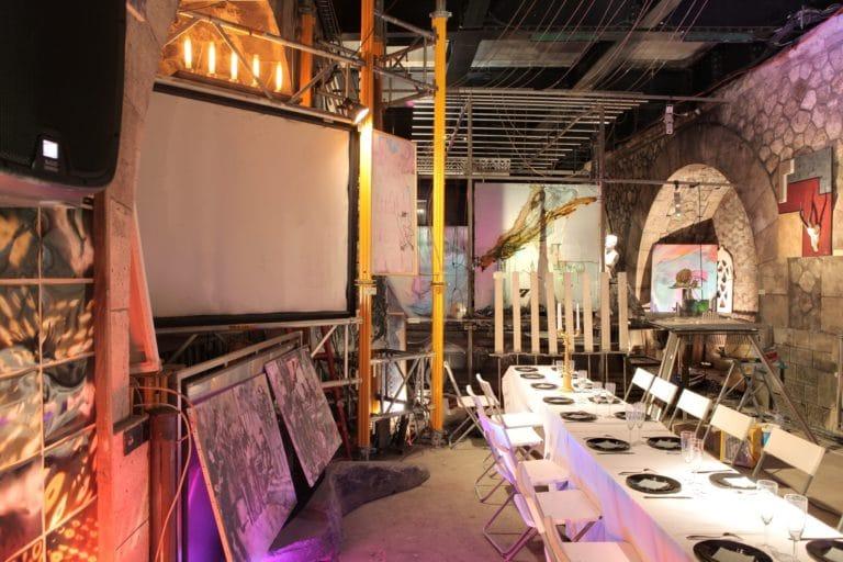 Diner dans un squatt d'artistes sous le pont Alexandre III Paris