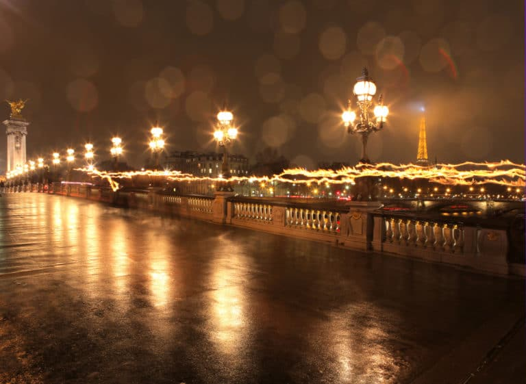 Pont Alexandre III sous la pluie reflets