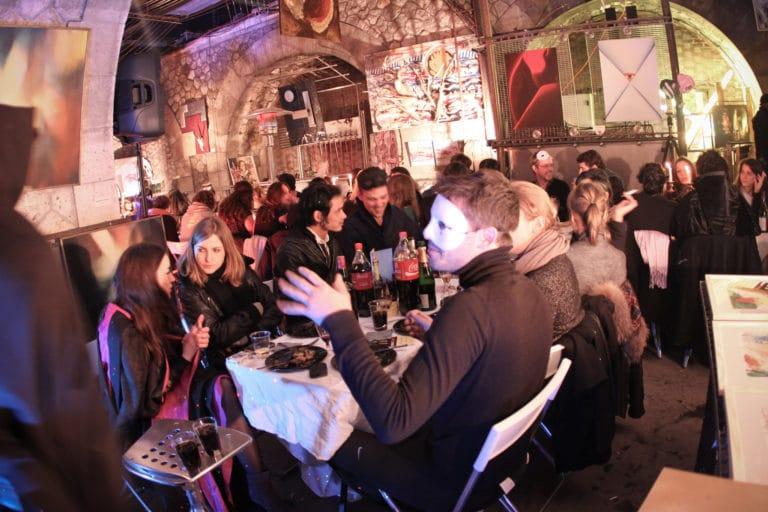 diner dans un squatt artistique paris