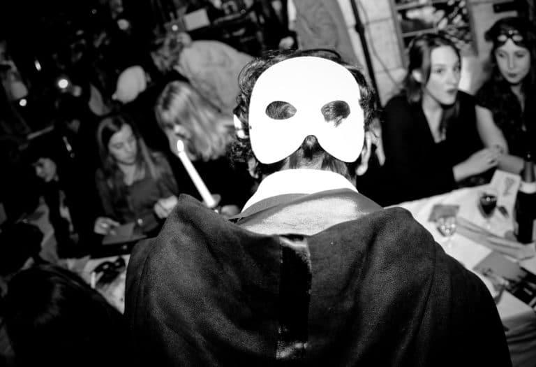 masque blanc de dos