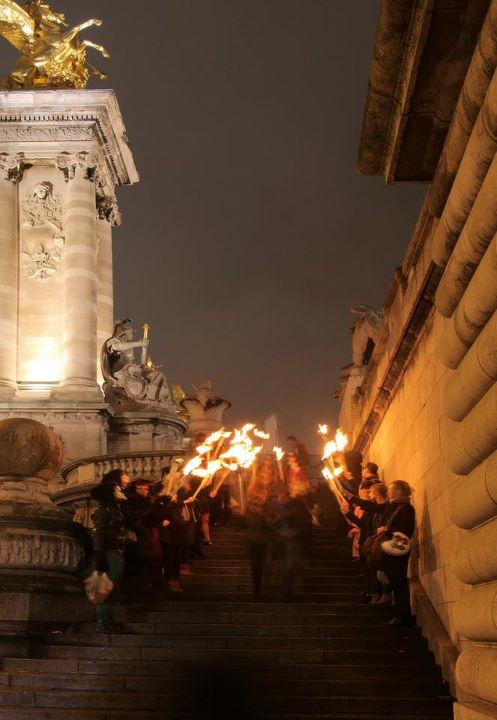 wato-agence-evenementielle-paris-le-dernier-diner-des-gardiens-du-pont-pont-alexandre-3-procession