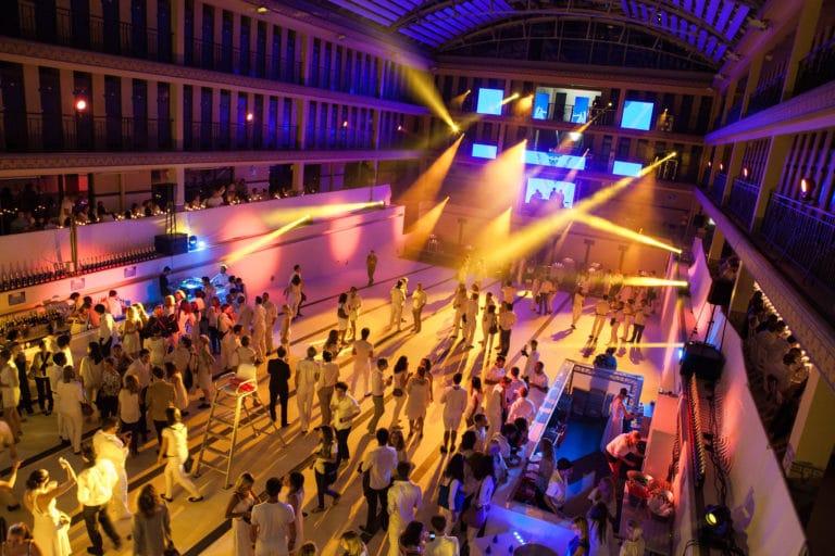 écrand LED geants dancefloor soirée dansant fosse piscine pailleron espace sportif pailleron Paris 19 france the underwater party soirée wato agence wato we are the oracle evenementiel event