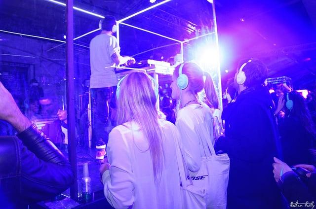 casque bose SoundTrue bleu clair lancement de produit ancienne gare frigorifique bercy france lancement casque bose soundtrue live in the cube bose agence wato we are the oracle evenementiel events