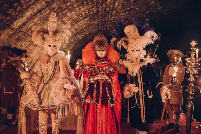 costumes carnaval de venise michelle santi masques voute richard lenoir canal saint martin insolite secret tournage teaser video venise sous paris agence wato we are the oracle evenementiel events