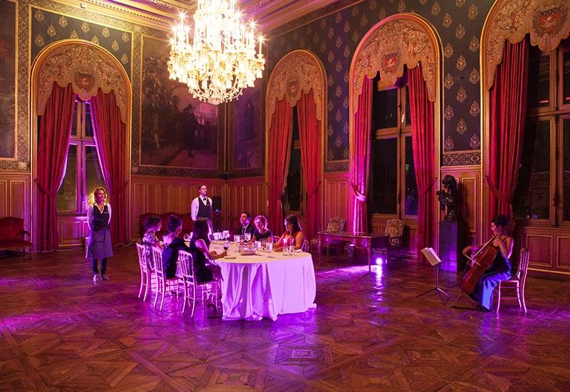 My Little Paris : Les Diners Volants dans un palais parisien