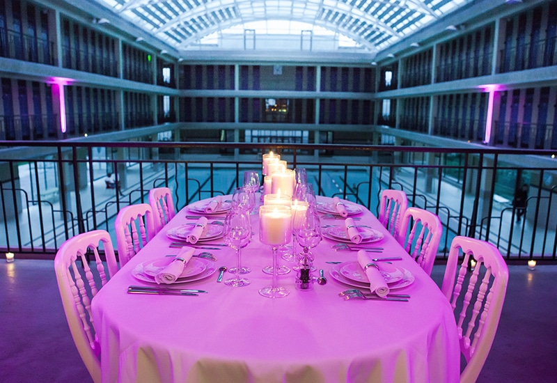 A spectacular dinner in a Parisian pool: 'Les diners Volants'