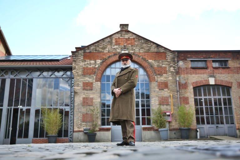 Eric de Bournet acteur cours extérieure Espace Claquessin ancienne usine du XIX malakoff teaser production de video the soviet factory agence wato we are the oracle evenementiel events