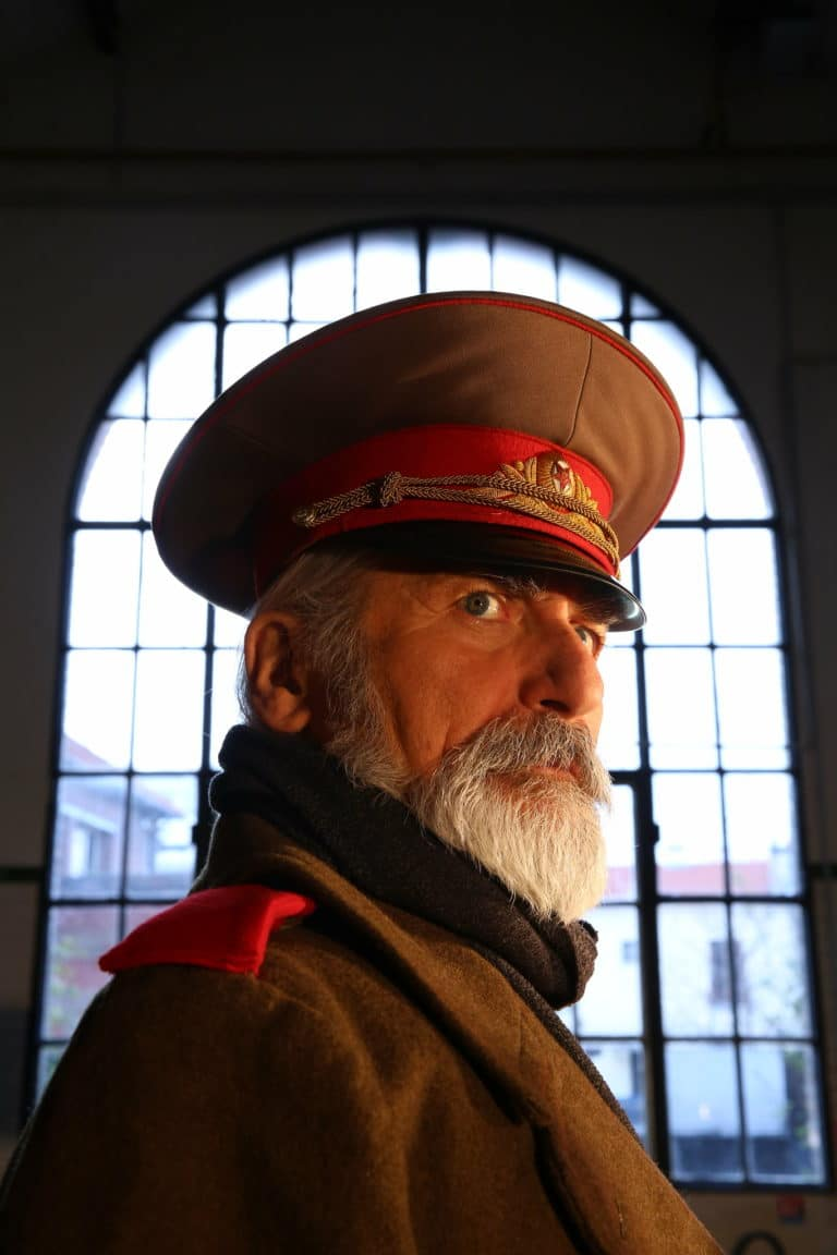 Eric de Bournet acteur espace Claquessin general urss espace ancienne usine du XIX malakoff teaser production de video the soviet factory agence wato we are the oracle evenementiel event