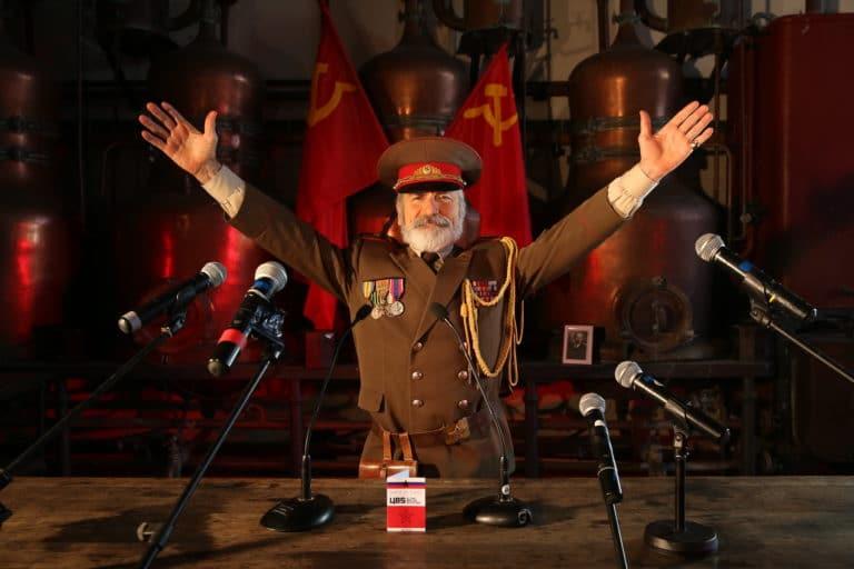 Eric de Bournet acteur salle des alambiques Espace Claquessin ancienne usine du XIX malakoff teaser production de video the soviet factory agence wato we are the oracle evenementiel events