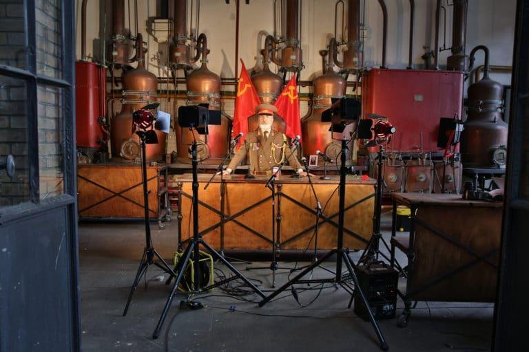 Eric de Bournet acteurs salle des alambiques Espace Claquessin ancienne usine du XIX malakoff teaser production de video the soviet factory agence wato we are the oracle evenementiel event