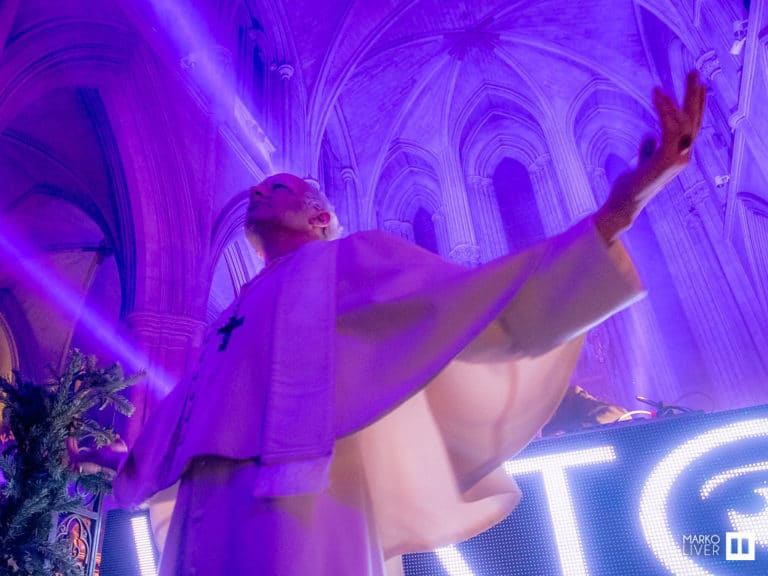 Foulque jubert costume pape logo wato neons happening soiree costumee dans une eglise the last monastery cathedrale americaine de paris 5 ans wato agence wato we are the oracle events