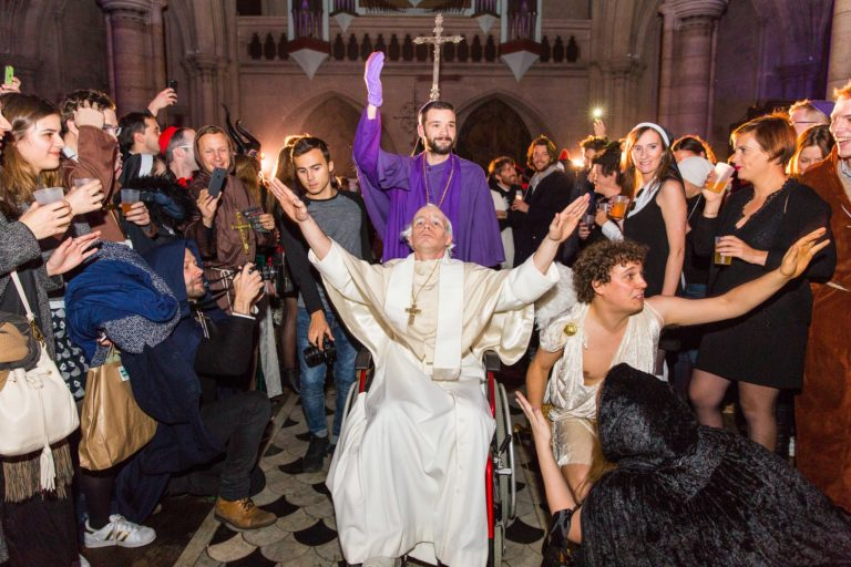 Foulques jubert costume pape louis-marie rohr soiree costumee dans une eglise the last monastery cathedrale americaine de paris 5 ans wato agence wato we are the oracle evenementiel events