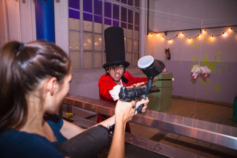 Guillaume Tosello paintball poney peinture laboratoire abandonné paris france online hebergeur français campagne de publicité the poney project agence wato we are the oracle evenementiel event