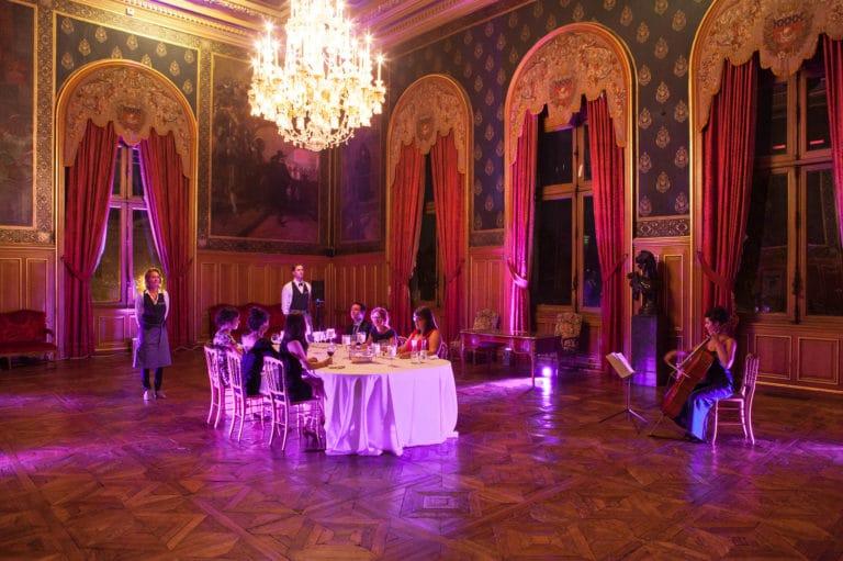 Mélanie Badal violoniste Solo de Bach salons Hotel de ville de Paris France diner volants My Little Paris x Mairie de Paris agence wato we are the oracle evenementiel event