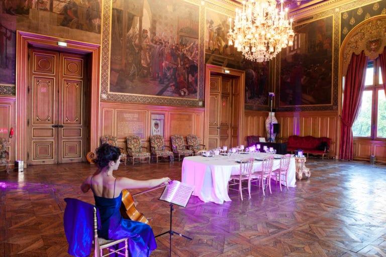 Mélanie Badal violoniste Solo de Bach salons Hotel de ville de Paris France diner volants My Little Paris x Mairie de Paris agence wato we are the oracle evenementiel events