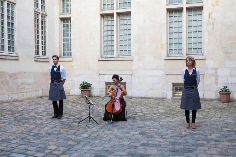 Mélanie Badal violoniste violon Iris de Rode cours intérieure du Musée Cognacq Jay Paris France diner volants My little Paris agence wato we are the oracle evenementiel event
