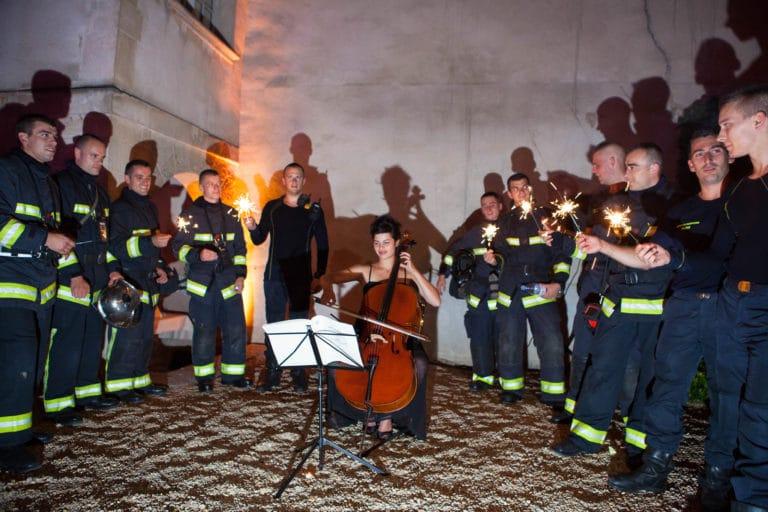 Mélanie Badal violoniste violon pompier de paris cours intérieure du Musée Cognacq Jay diner volants My little Paris agence wato we are the oracle evenementiel events
